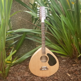 """THE """"TRAD"""" OCTAVE MANDOLIN – 17 Frets – Spruce top"""