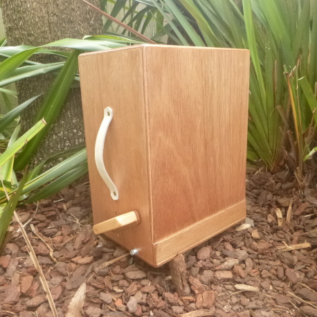 Cajon with kick pedal 001
