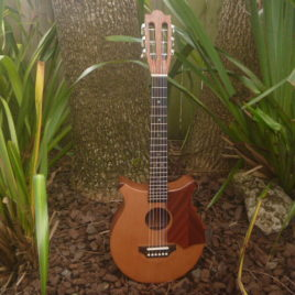 CROWN CHEVRON JUMBO BARITONE GUITALELE – Cedar top