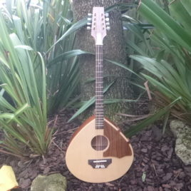 "THE ""TRAD"" ROYALE DLX OCTAVE MANDOLIN – 22-1/4″ scale – Spruce top"