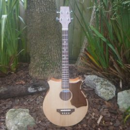 CROWN ROYALE JUMBO BARITONE UKULELE – Pacific Rosewood with Spruce Top